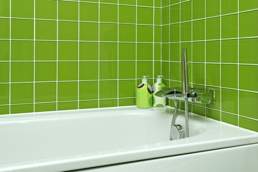 Vonios plyteliu valymas