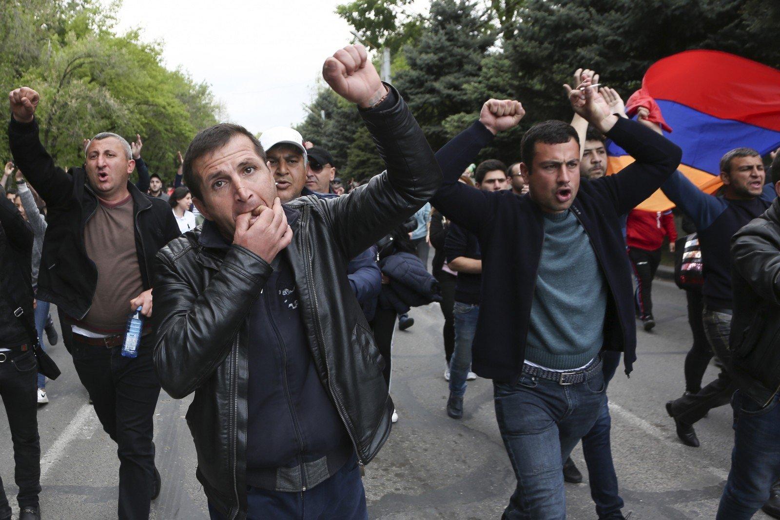 ВЕреване возобновились протесты оппозиции