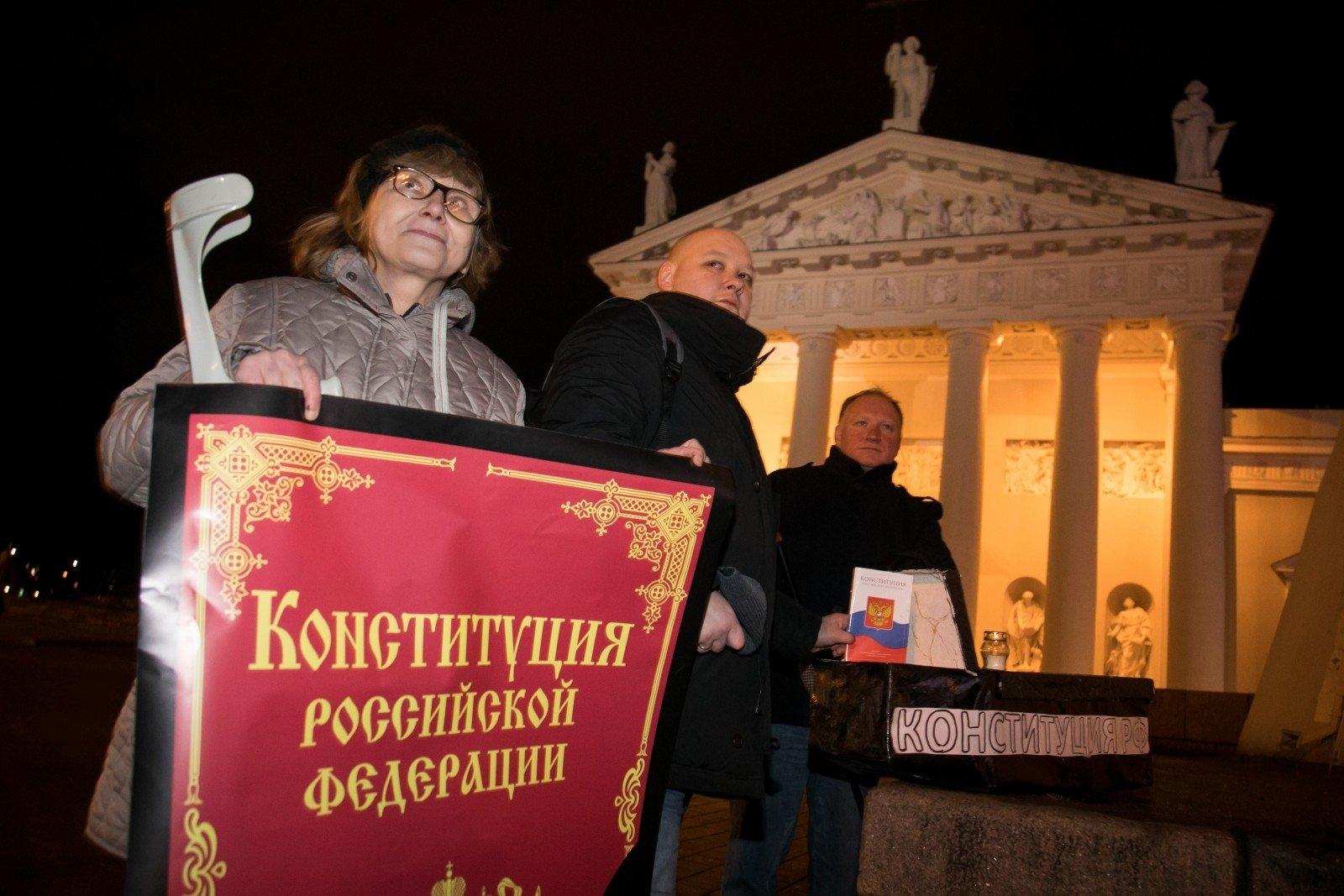 В Москве у администрации президента в шестой раз за месяц задержали бывшего офицера во время одиночного пикета