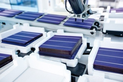 Saulės modulių gamykla