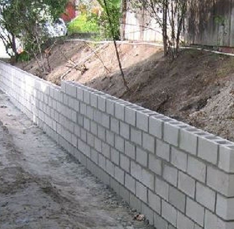 how to build a cinder block retaining wall footer