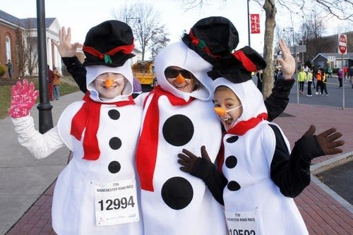 Sniego seniai kalėdiniame bėgime