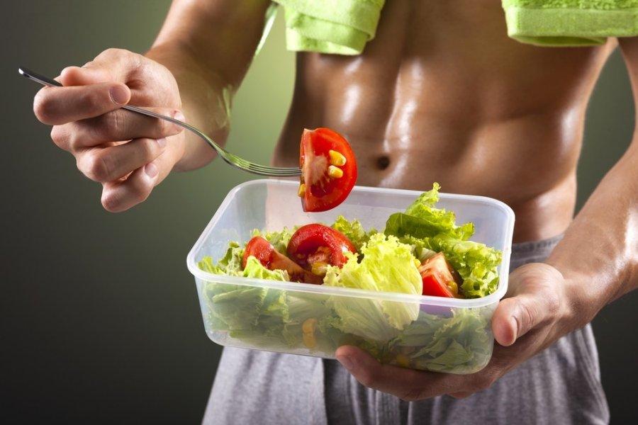 Maistas pries treniruote metant svori