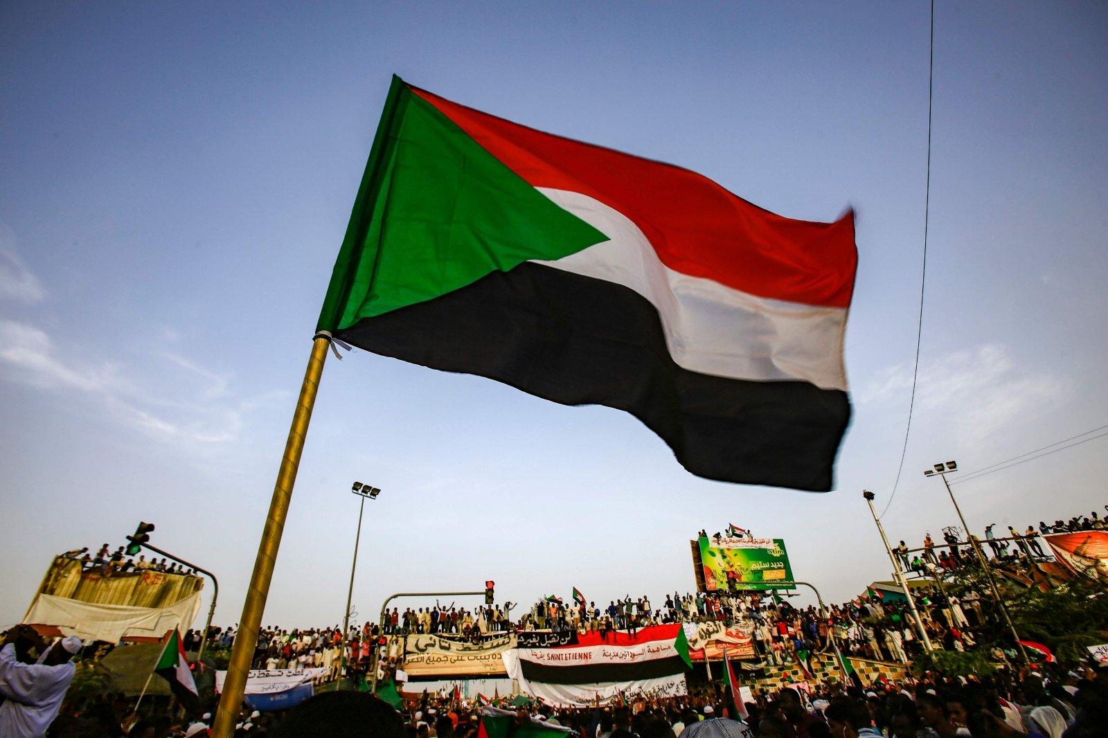 Экс-президента Судана посадили за коррупцию
