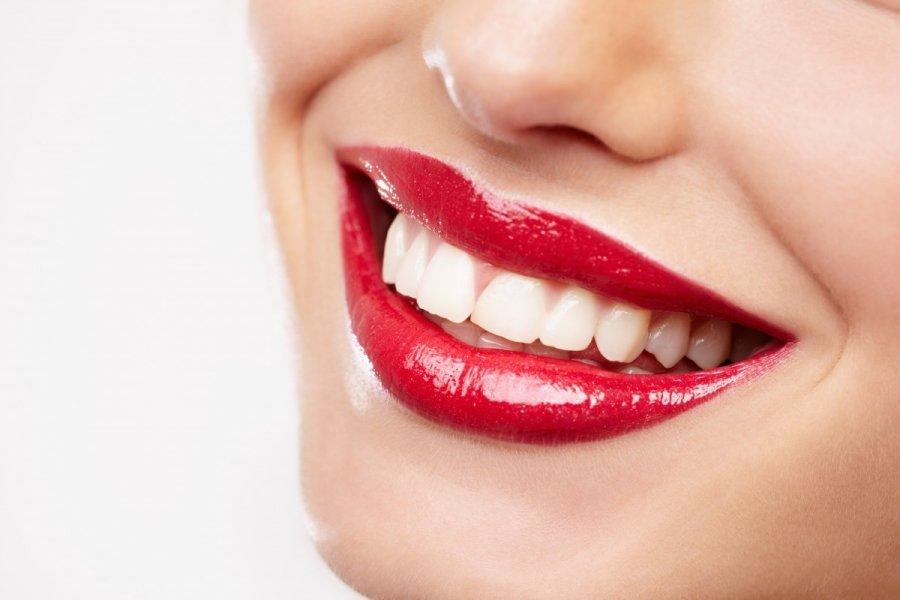отбеливание зубов содой и лимоном сколько держать
