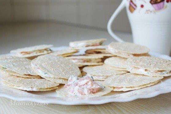 Lašiša + vafliniai taleriai = skani užkandėlė