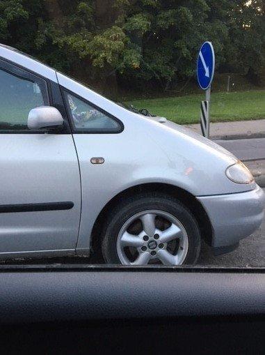 Kitame automobilyje pamatytas vaizdas suerzino: taip ir skaitome naujienas apie nelaimes